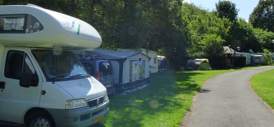 Allée du camping dans les Hautes Pyrénées
