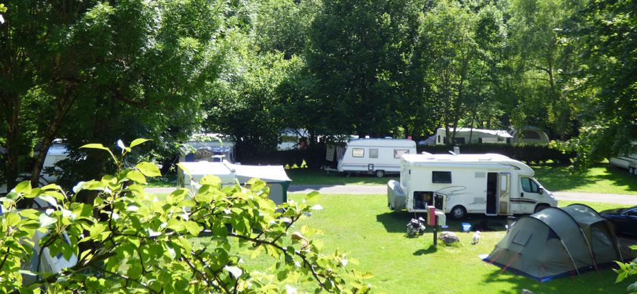 Caravanes, toiles de tente, camping cars