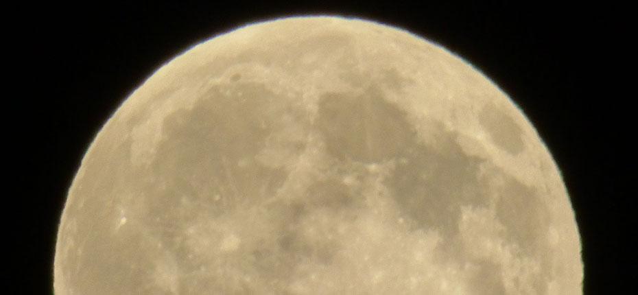 Coucher de lune au dessus du camping à Campan