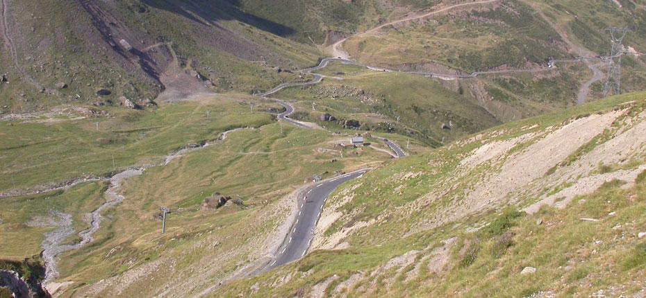 La descente du Tourmalet dans les hautes Pyrénées