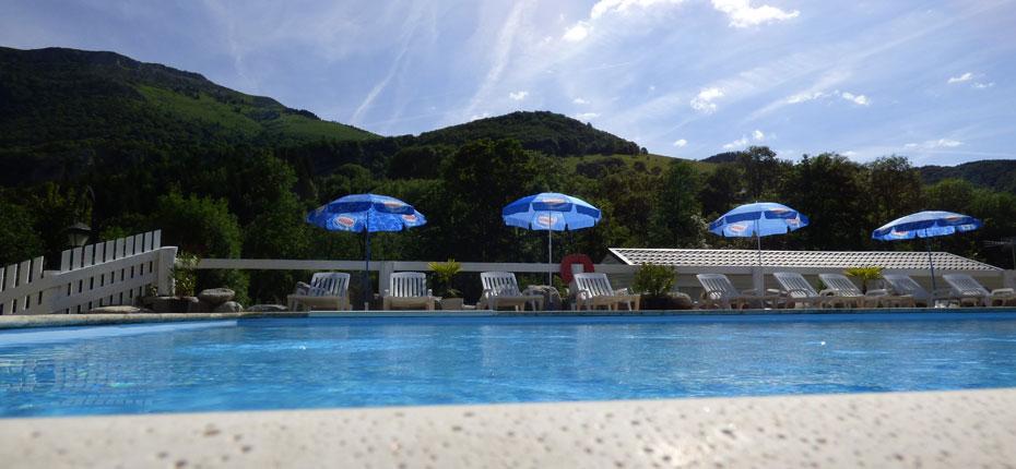 La piscine du camping l'Orée des Monts