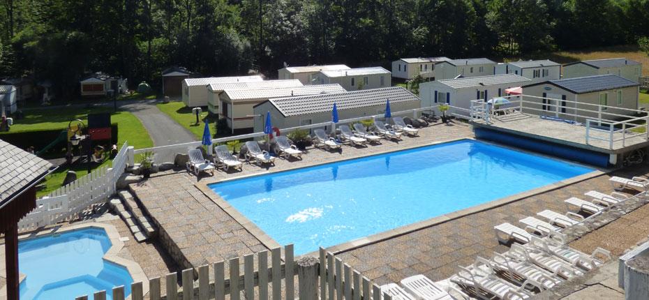 Dans les Pyrénées la piscine de notre camping