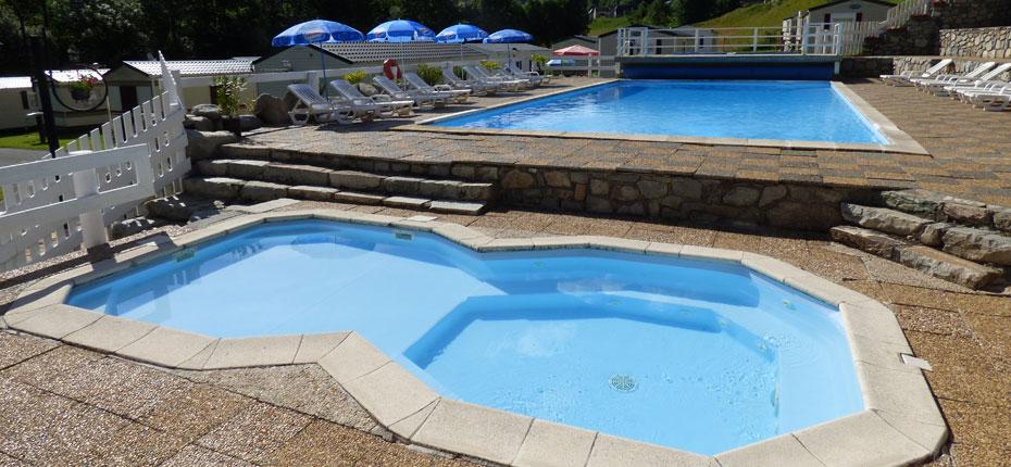 La piscine, le bain à bulles et la pataugeoire du camping
